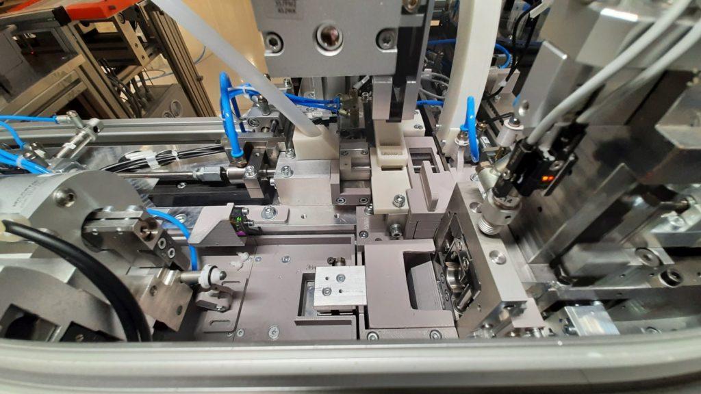 Jedno účelový stroj - processing